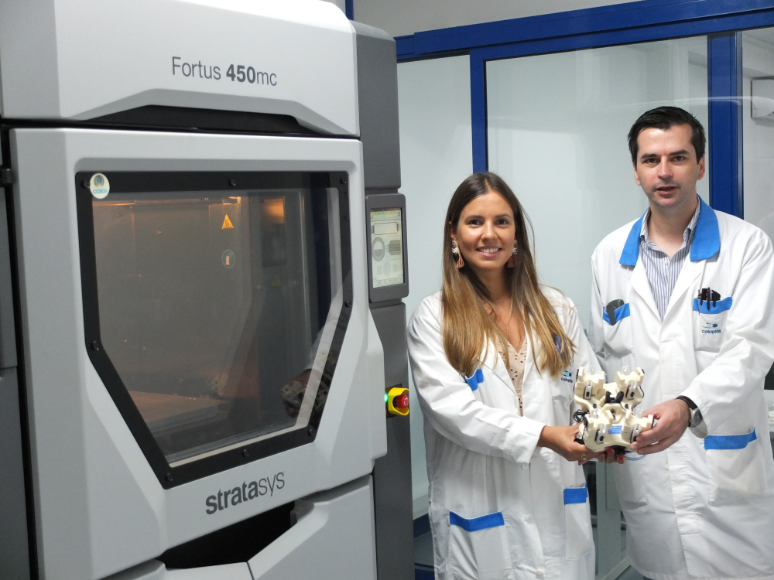 Ana Cortez, RD&I Manager, Celoplás (left) and Domingos Pereira, RD&I Engineer, Celoplas (right) with the Stratasys Fortus 450mc 3D Printer