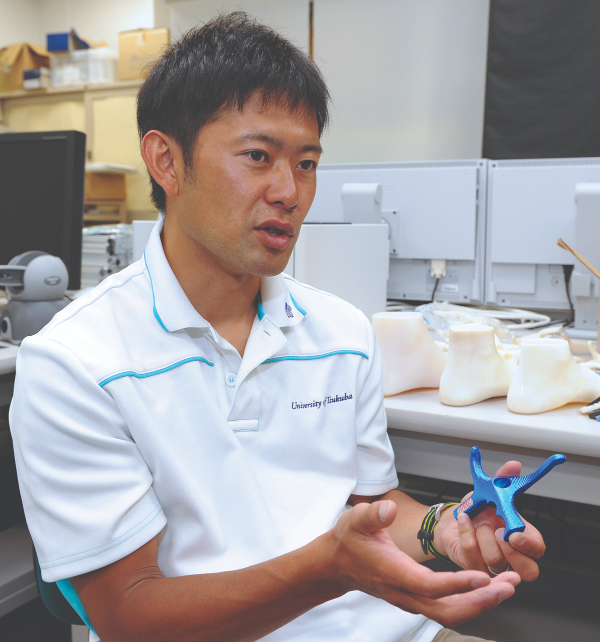Osamu t worked directly with Olympic fencers to develop customized hilts for each athlete