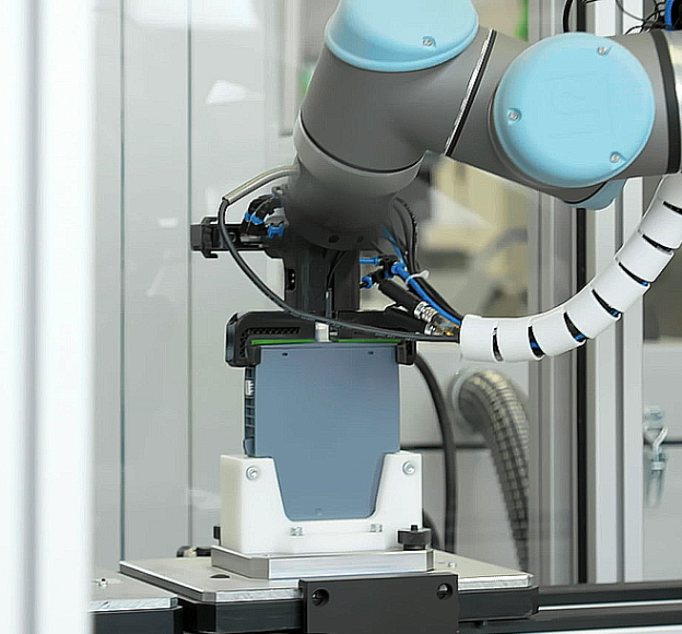Robotic arm created with the use of 3D printing.