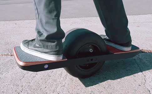 a person testing the carbon-fiber nylon side rails on the Onewheel.