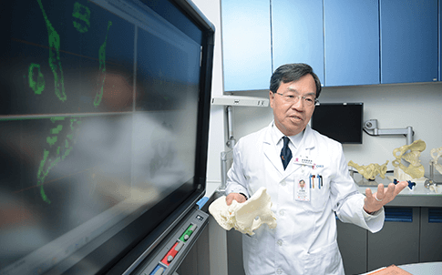 Professor Kwok-sui Leung uses CT scans of patients as the blueprint to 3D print models of their bones.