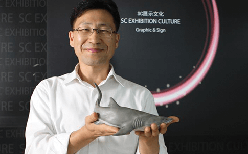 Yoon Chang-sik, head of SCEC's planning and management department, displays one of the company's 3D printed models.